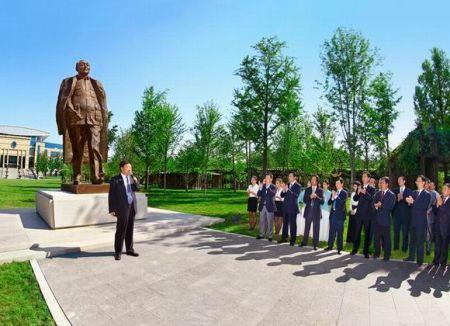 《总设计师邓小平》铜像在中共中央党校揭幕