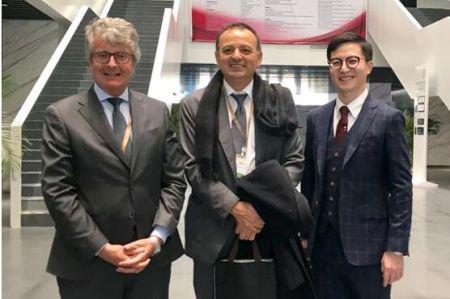 图为:北京海归孵化器科协主席关帅先生(右一)与意大利Newsteel孵化器代表团合影