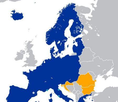 蓝色区域是申根地区,黄色区域仅剩罗马尼亚保加利亚和前南地区