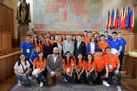 未来之星国际青年交流团在捷克查理大学(代表团刘佳男提供)