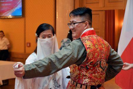 未来之星国际青年交流团在中国驻捷克大使馆参加使馆开放日(代表团刘佳男提供)