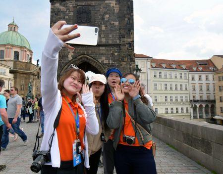 未来之星国际青年交流团在捷克首都布拉格(代表团刘佳男提供)