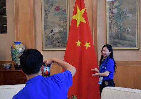 未来之星国际青年交流团在中国驻波兰使馆(代表团刘佳男提供)