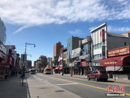 纽约市华人聚居区法拉盛的罗斯福大道,往日人头攒动的街头行人寥寥。图片来源:中国新闻网