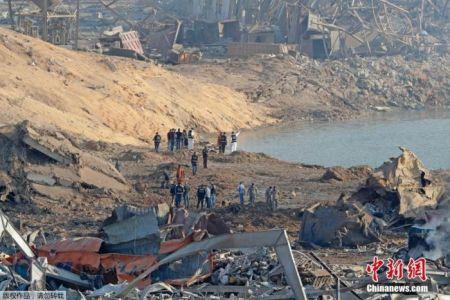 俯瞰黎巴嫩爆炸现场,建筑物被夷平。