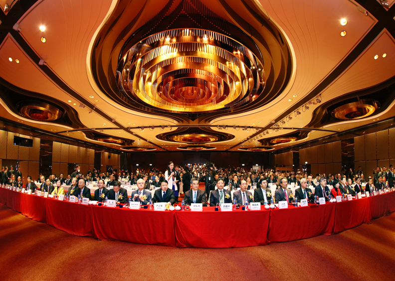 梁振英在香港出席丝绸之路国际总商会就职庆典
